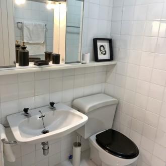 Baño del apartamento del servicio