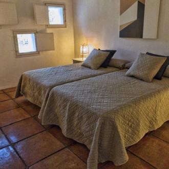 Habitación doble del apartamento del servicio