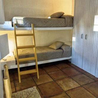 Habitación con literas del apartamento del servicio